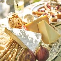 チーズブッフェはお酒好きなゲストが集まるパーティで人気