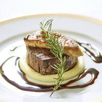 伝統の牛フィレ肉&フォアグラのロッシーニは口コミでも高評価の1品