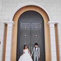 チャペルへの扉は前撮りスポットとしても人気。