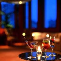 ご披露宴開宴までは、ウェルカムカクテルでゲストをおもてなし。ふたりのオリジナルカクテルや思い出のドリンクを、39階からのビューとともに心ゆくまで。これから始まる祝宴へ心高鳴るプロローグを。