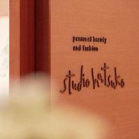 ブライズビューティーを牽引するハツコ エンドウ ウェディングスが、パーク ハイアット 東京専属サロンとして手掛ける「スタジオ ハツコ」。専任のアーティストが、大切な日に新郎新婦を最高に輝かせます。