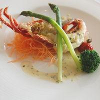 活伊勢海老を使った魚料理は人気のメニュー
