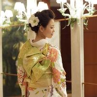 洗練されたホテル空間には、ハツコ エンドウの格調高い和装も映えます。大切な結婚式だからこそ、伝統的な花嫁スタイルもおすすめ。
