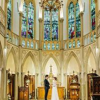 天井高が高く迫力のステンドグラスの大聖堂