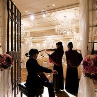 披露宴にて生演奏の演出も優雅な雰囲気に花を添えます。
