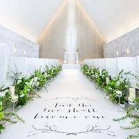 天井高9m、バージンロード16mの独立型デザイナーズチャペル。ピュアホワイトの洗練された空間が、ふたりの誓いの舞台