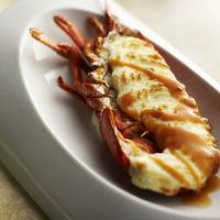 フレンチの人気の1品、テルミドールはこだわりのベシャメルソースにエダムチーズをふんだんにつかった風味をお楽しみください