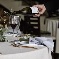 コースに合わせたワインは、輸入ワインだけでなく国産ワイナリーの希少ワインも取り揃え、フルコース料理の一品ごとにマリアージュを叶えます。
