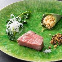 藁焼きで仕上げた黒毛和牛は素材の良さと旨味だけを堪能する至福の一品。