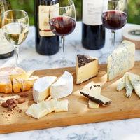 贅沢に世界のチーズとワインで大人の美食を嗜むフロマージュビュッフェ。