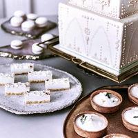 専任パティシエが手掛ける至福のウェディングケーキ。テーマやコンセプトも織り交ぜおふたりだけのスタイルも。