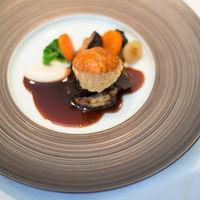 和牛ほほ肉のブレゼ 赤ワイン煮と根セロリのムースリーヌ