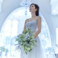 程よくボリュームを抑えた花嫁姿で、ゲストと軽やかな歓談の時を