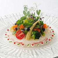 前菜は最初に運ばれてくるお料理だからこそ、目を惹くものを。