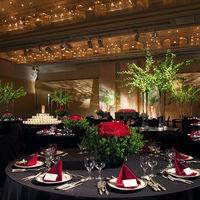 天井高6mの空間をダイナミックな装花でシックな雰囲気に・・