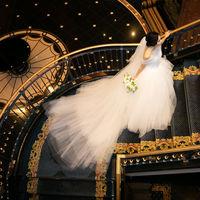 ホテル内人気ナンバー1の階段写真 ドレスを活かしたシーンは美しい1枚として 永遠に刻まれます