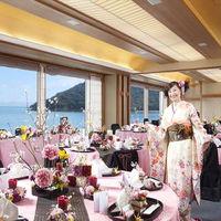 瀬戸内海が一望できる会場!クロスはお花はお客様のお好みでお選び頂けます。