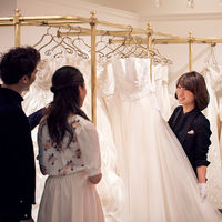 ドレスショップ見学は楽しいひととき☆運命の一着と出会えるはず!