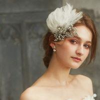 ラメール。 サロンのシンボル的なドレスに合せたヘアードレス。豪華な羽つかいと散りばめられて宝石が華やかさに演出する。