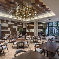併設レストラン「LAZOR GARDEN DINING」はいつでも訪れることができる場所