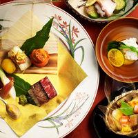 おもてなしで一番気になる料理は、専門式場ならではの和食もフレンチもご用意可能。お2人でカスタムしても♪