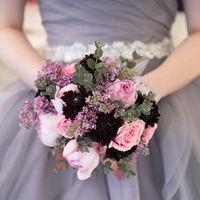 ドレスに合わせた生花のブーケ♪