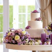 オリジナルウエディングケーキの創作も承っております。