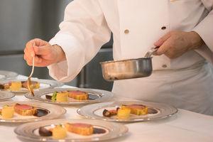 先代シェフの伝統と現在のシェフの革新から紡ぎだされた一皿