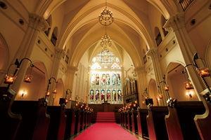 芸術的価値の高いステンドグラスが輝く大聖堂