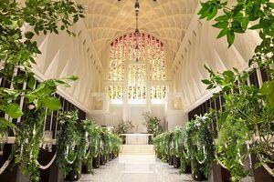 最上階に位置する天井高17mの2つ大聖堂