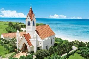 赤レンガが特徴的「アリビラ・グローリー教会」