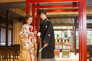 日本庭園を眺めつつ永遠の愛を誓う