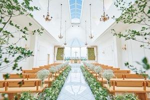 選べる2つの教会「森の教会」&「水の教会」