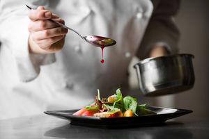 フレンチをベースに日本懐石のエッセンスを取り入れたお料理