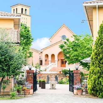 6000坪の邸宅を贅沢に貸切! 南仏の結婚式の街を忠実に再現!