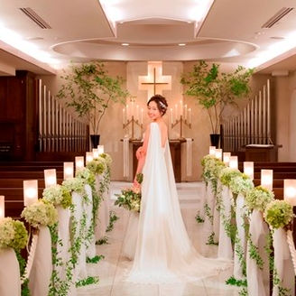 【チャペル】キャンドルの灯がともるあたたかな雰囲気に、ゲストも自然と笑顔に・・・