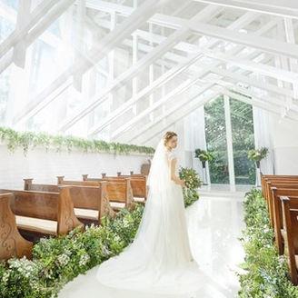 天井高10mの緑と陽光に包まれるチャペル