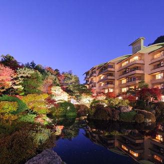 全室日本庭園に面しております ライトアップに彩られる夜景が息を呑む美しさと評判です