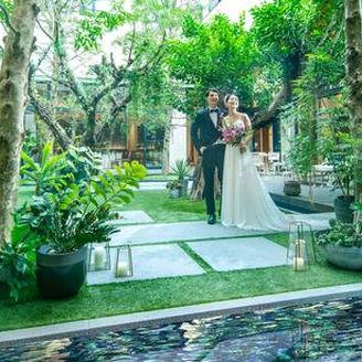 すべてに「おふたりらしい自由」を叶えるアーバンリゾートウェディング。 名古屋中心部でありながら豊かな緑がそよぎ、まるでリゾートのような心地よさにに包まれる。 いつまでも忘れられないオリジナルウェディングが叶う、結婚式のための邸宅です。
