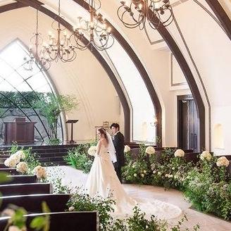 2020年1月リニューアル完成!ウッド調のクラシカルな大聖堂にたっぷりの緑をコーディネートしました。