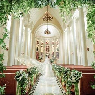 1800年代のステンドグラスを使用した本格派大聖堂
