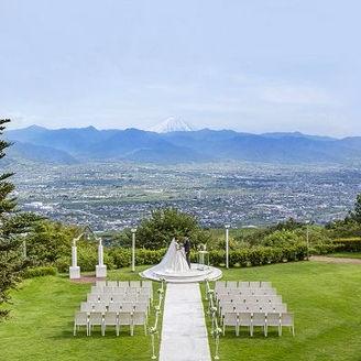富士山と甲府盆地を望むパノラマガーデンチャペル