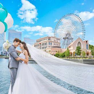 みなとみらいの中心で憧れが叶うウエディング。結婚式当日はロケーションを楽しむことができ、結婚式後にみなとみらいへ訪れた際も当日の素敵な想い出が蘇る。ずっとおふたりの想い出が輝き続ける結婚式場。