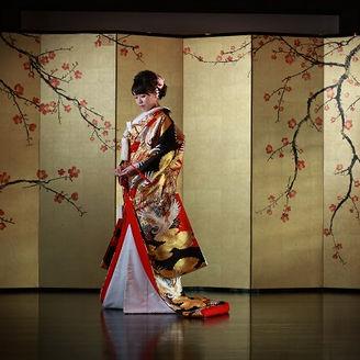 オリジナル金屏風の前で和装記念撮影