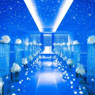 純白のチャペルが一瞬で星空に…。輝く星の下で永遠の愛を誓う《星空チャペル~クリスタリア~》