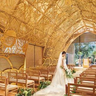 ヒノキのアートドームが美しい木もれ陽のチャペル