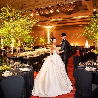 ネイビーのテーブルクロスはドレスがとってもきれいに映えます