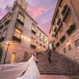まるで海外映画の様なロケーションで 古き良きイタリアの街並みをイメージさせる外観