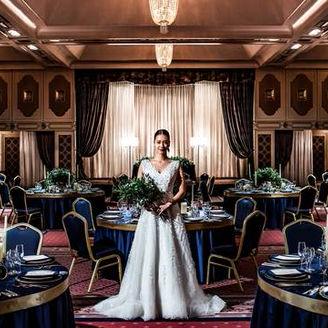 ホテル創業時から多くのVIPをもてなしてきた『鳳凰の間』。そんな歴史を見守ってきた特別感あふれる空間で大切なひとときを。