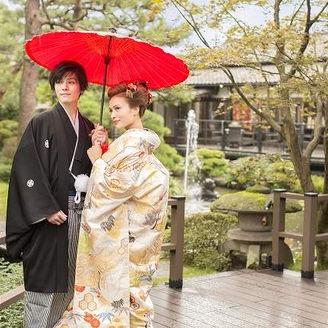 日本庭園に和装が映えます